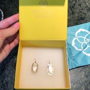 Elle Gold Drop Earrings In White Pearl